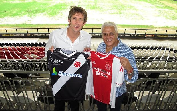 Van der Sar com Roberto Dinamite no Vasco (Foto: Fabio Lima / Globoesporte.com)