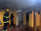 Casa pega fogo no bairro Vila Resende (Reprodução EPTV)
