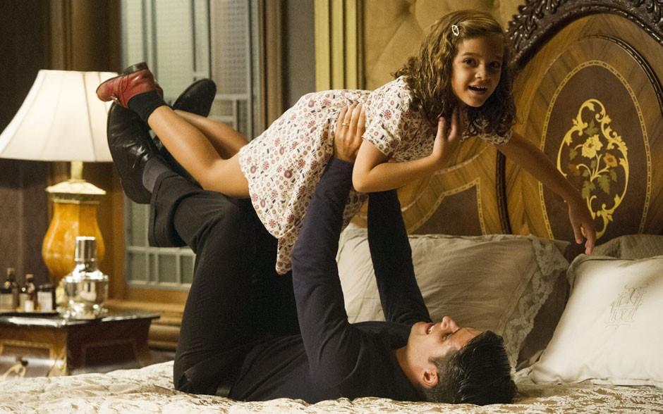 Pai e filha na ficção, Bruno Gagliasso e Mel Maia adoram brincar nos bastidores (Foto: Cyntia Salles/TV Globo)