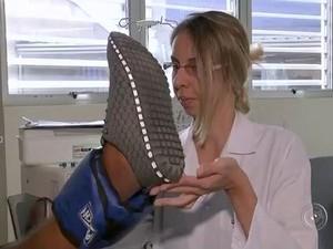 Perda de massa muscular causa influência na locomoção do paciente. (Foto: Reprodução / TV TEM)