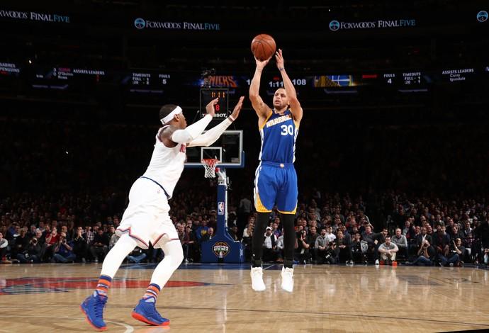 Stephen Curry entrou para o top 10 dos maiores arremessadores de 3 pontos na vitória dos Warriors  (Foto: Getty Images)