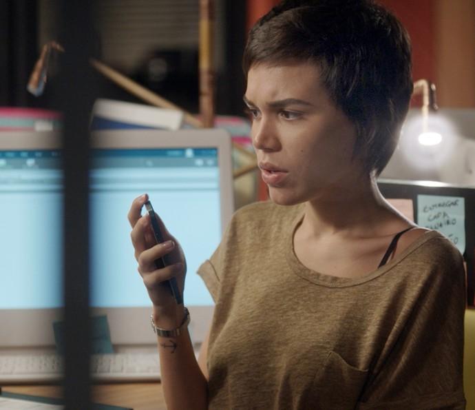 Leila descobre toda a verdade sobre Fabinho ao ver imagens das câmeras de segurança da Bastille (Foto: TV Globo)
