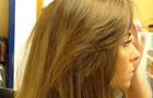 Giovanna Antonelli confere o resultado de seu look. Um arraso! (Foto: Em Família/TV Globo)