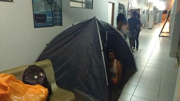 Estudantes estão dormindo em barracas nos corredores do campus Penedo (Foto: Divulgação/Ufal)
