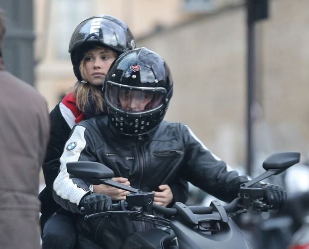 Bradley Cooper com a nova namorada, Suki Waterhouse (Foto: Honopix)