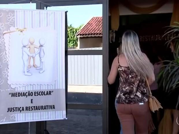 Professores escolhidos para serem os mediadores receberam um treinamento  (Foto: Reprodução / TV TEM)