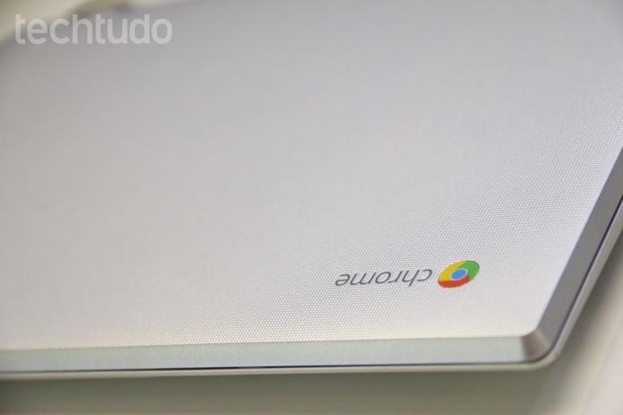 Chromebook 2 da Toshiba continua prateado, mas ganhou tela IPS (Foto: Fabrício Vitorino/TechTudo)