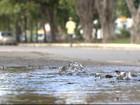 Rua fica alagada após rompimento de cano no Rio Vermelho, em Salvador