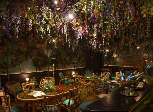 Restaurante Ou Jardim Flores Por Todos Os Lados