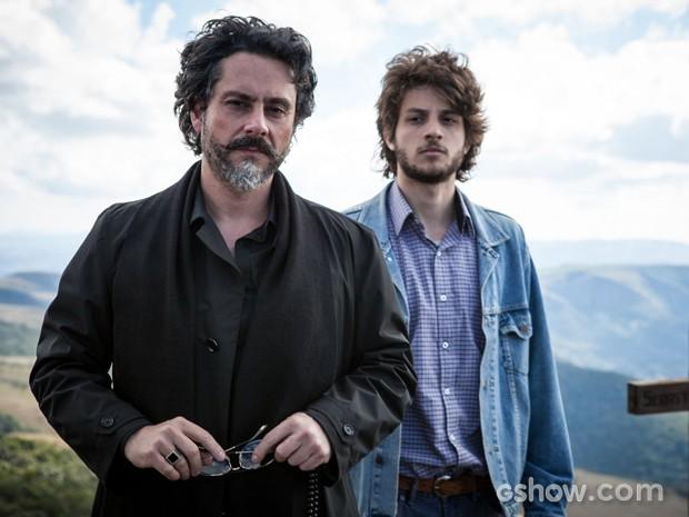 Passado e presente lado a lado: Chay Suede e Alexandre Nero encarnam as duas fases do protagonista José Alfredo (Foto: Pedro Curi)