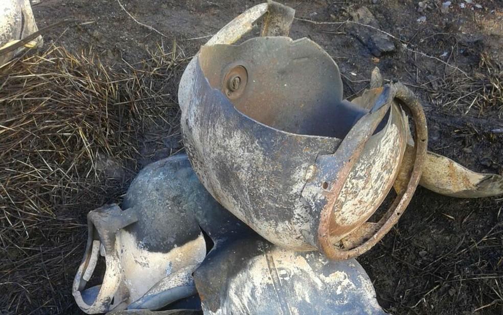 Botijões ficaram destruídos (Foto: Divulgação/Polícia Rodoviária Federal)