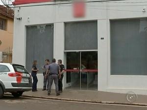 Valor roubado não foi informado (Foto: Reprodução / TV TEM)