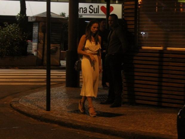Paolla Oliveira na Zona Sul do Rio (Foto: Rodrigo dos Anjos/ Ag. News)
