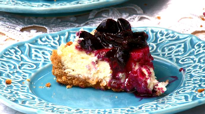 O Cheesecake de Jabuticaba é o doce gringo com a cara do Brasil (Foto: reprodução EPTV)
