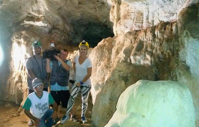 Equipe do É Bem Mato Grosso faz passeio pela 'Caverna que Chora', no município de Jaciara (Foto: Reprodução/É Bem MT)