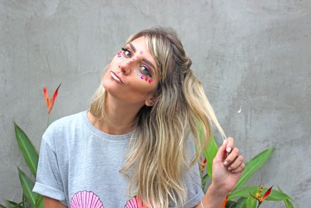 Delineado colorido, strass e muito brilho para arrasar no Carnaval (Foto: Divulgação)