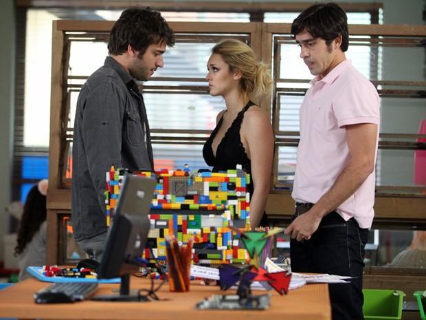 Megan aparece na Gambiarra usando combinação  (Foto: Pedro Curi / TV Globo)