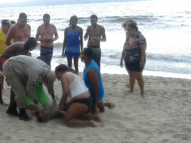Raio atinge praia e deixa banhistas feridos em Angra dos Reis (Foto: Evison Ferreira de Moura/Arquivo Pessoal)