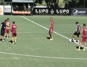 jogadores no treino do Atlético-MG (Foto: Fernando Martins)