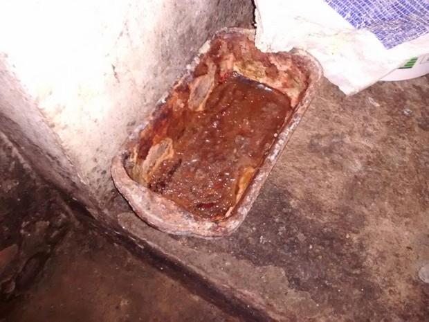 Forma de pães estava em situação precária (Foto: Divulgação/Vigilância Sanitária)