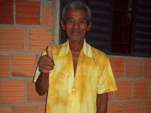 Apesar do problema, Rodrigues acha graça na própria situação (Foto: Marileide Carvalho/Arquivo Pessoal)