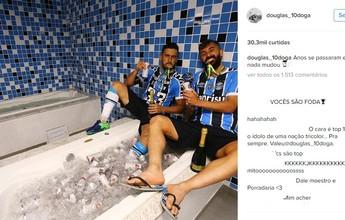 Douglas e Edílson recriam foto de 2010 com banheira de cerveja após título