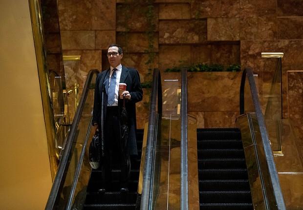 Steven Mnuchin após reunião com Donald Trump, na Trump Tower (Foto: Drew Angerer/Getty Images)
