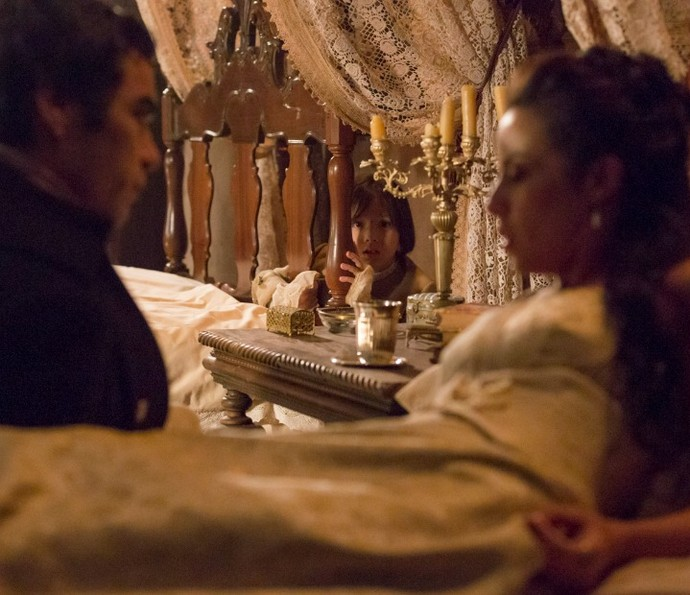 Caju flagra conversa reveladora entre Joaquina e André (Foto: Ellen Soares/TV Globo)