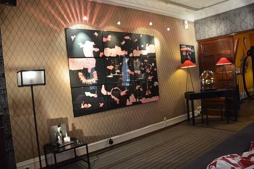 O aconchegante ambiente da galeria de arte Géraldine Banier em Paris é decorado com as obras de seus artistas. Foto: Divulgação (Foto: O aconchegante ambiente da galeria de arte Géraldine Banier em Paris é decorado com as obras de seus artistas. Foto: Divulgação)