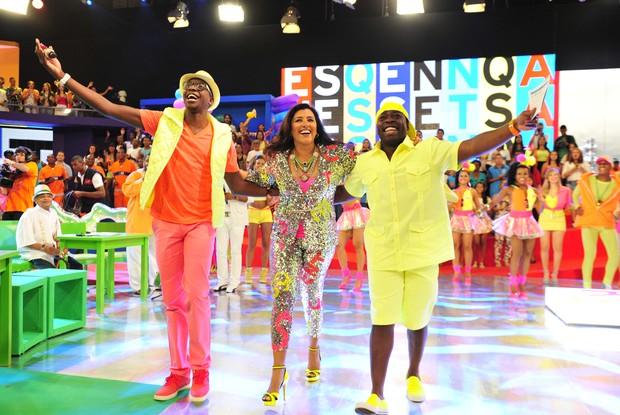 Regina Casé apresenta o Esquenta! ao lado de Mumuzinho, Douglas Silva (Foto: TV Globo/Alex Carvalho )