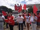 Militância do PT leva carro de som à  portaria da Polícia Federal em Brasília