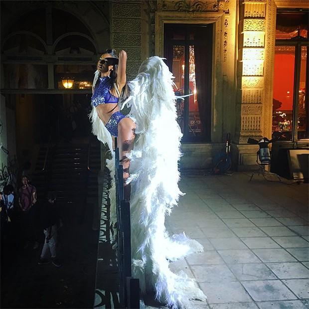 De Lais Ribeiro a Sara Sampaio: angels invadem Paris para a campanha Holiday da Victoria's Secret (Foto: Reprodução/Instagram)