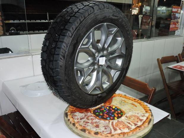 Pizzaria de Guarujá é conhecida por cardápio curioso (Foto: Pizzaria Batepapo/Divulgação)