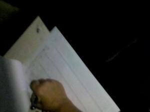 Escola tem fios furtados e estudantes têm aulas no escuro em Cosmópolis (Foto: Imagens de celular)
