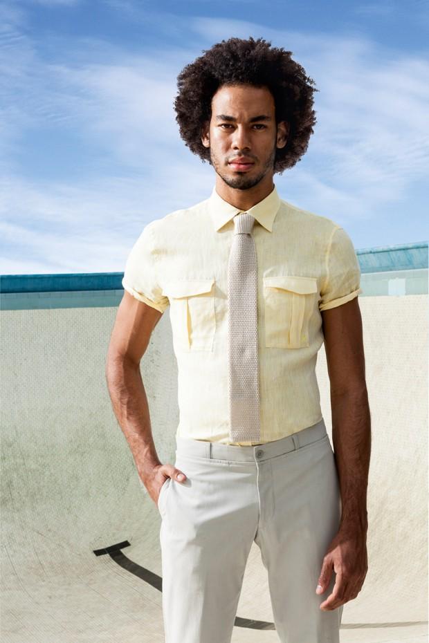 Camisa de linho Ricardo Almeida R$ 598 | Calça Hermès R$ 2.050 | Gravata Hugo Boss R$ 615 (Foto: Franco Amendola)