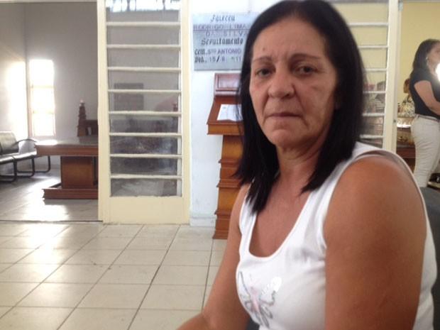 Ana Paula Bernardino Cesar, mãe de Eduardo, um dos mortos em chacina em Osasco (Foto: Paula Paiva Paulo/G1)