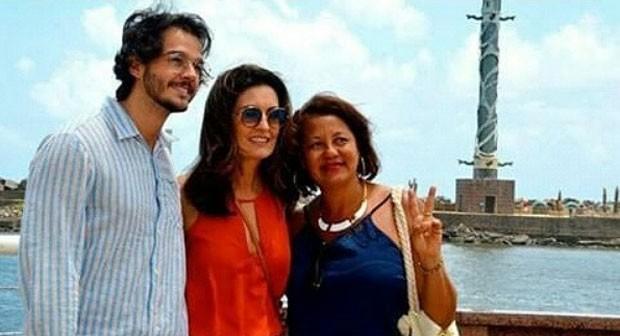 Túlio Gadêlha, Fátima Bernardes e uma fã no Marco Zero, em Recife (Foto: Reprodução Instagram)