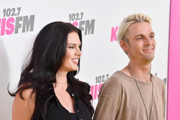 O cantor Aaron Carter com sua atual ex-namorada (Foto: Getty Images)