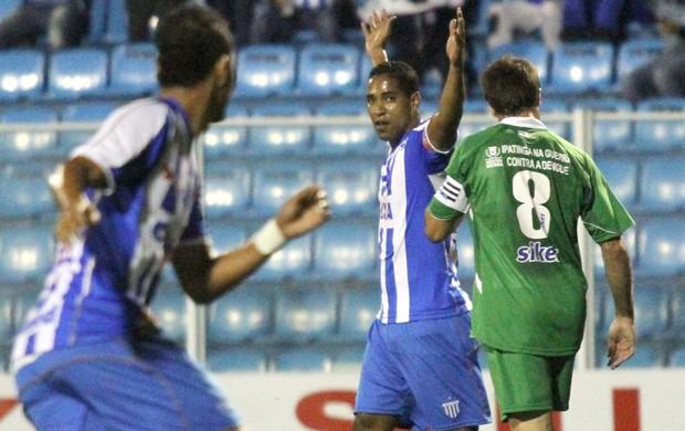 Cléber Santana comemora gol contra o Ipatinga (Foto: Rubens Flores / Agência Estado)
