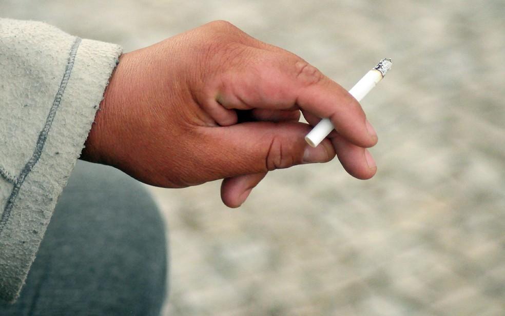 Fumantes correm mais risco de obstrução das artérias (Foto: Luciano Calafiori/G1)
