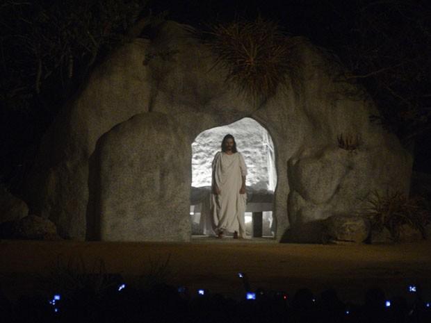 Saida de Jesus do tumulo arrepia dizem espectadores (Foto: Luka Santos/G1)