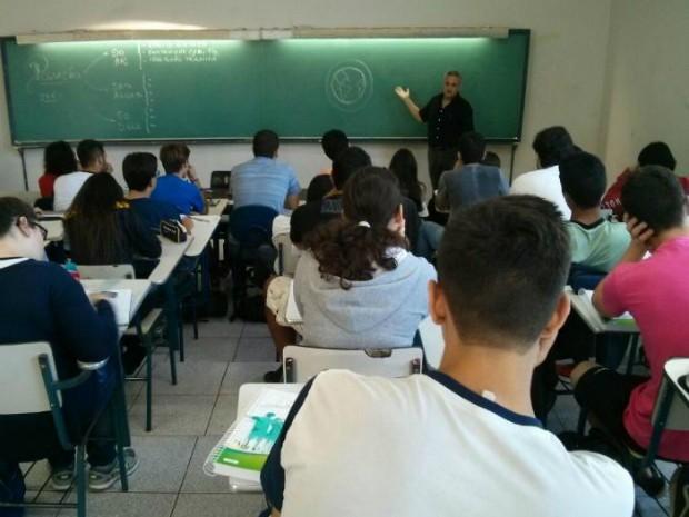 'Aulão da Rede' pretende auxiliar preparação de jovens para vestibular (Foto: Cláudio Nascimento/ TV TEM)