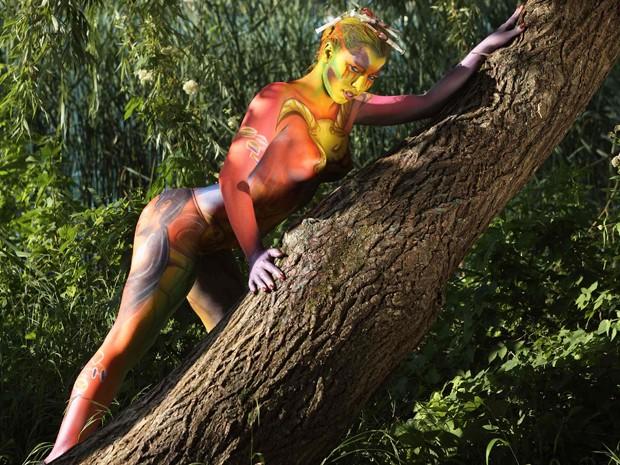 Modelo posa durante festival de pintura corporal na Áustria, neste sábado (7) (Foto: Reuters/Heinz-Peter Bader)