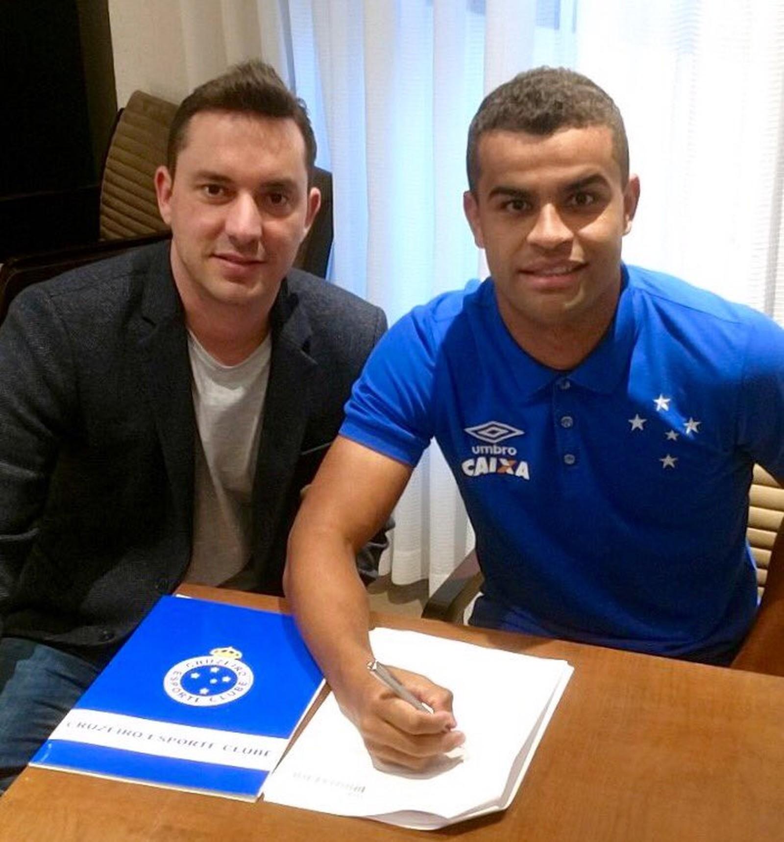 Cruzeiro anuncia renovação de contrato com Alisson por mais quatro anos