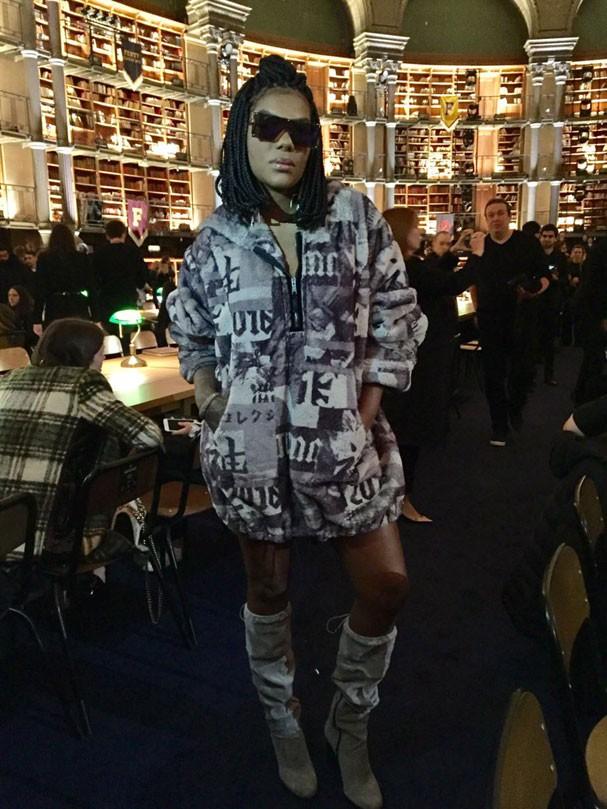 Ludmilla assiste ao desfile Fenty by Rihanna, da grife Puma, em Paris (Foto: Glamour )