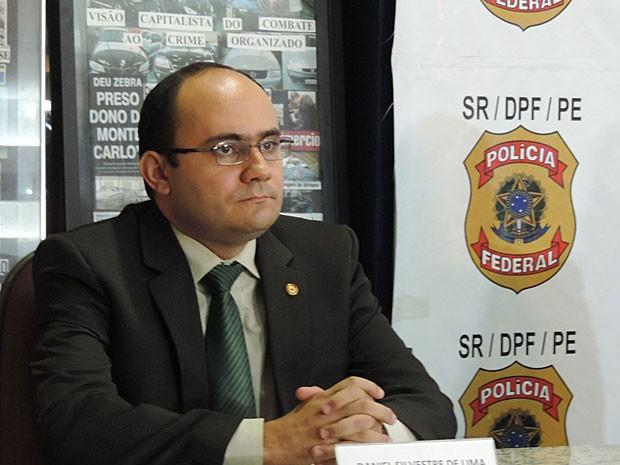 Daniel Silvestre informou que a participação de servidores públicos no esquema será investigada (Foto: Débora Soares/G1)