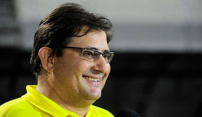 Guto Ferreira, técnico da Ponte Preta (Foto: Marcos Ribolli)