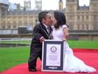 Casal brasileiro, menor do mundo, visita sede do Guinness em Londres