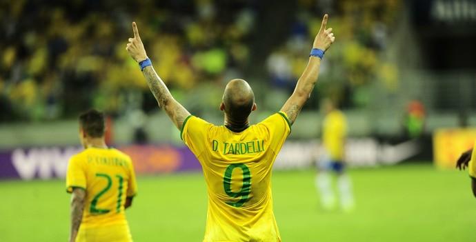 Diego Tardelli comemora, Brasil x México (Foto: Marcos Ribolli)