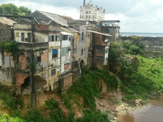 Parte do porão da casa havia desabado (Foto: Divulgação/Implurb)